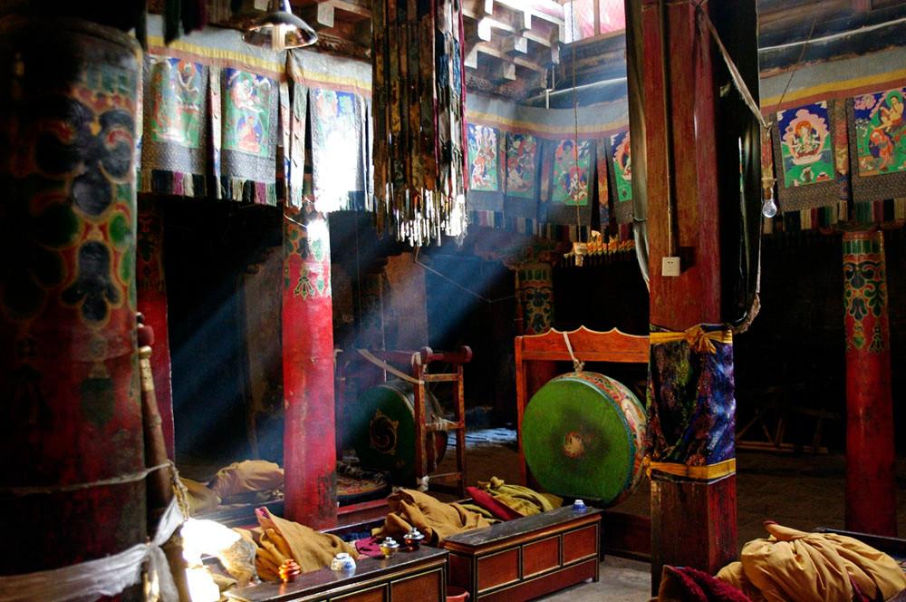 Shalu   Kloster, Innenansichten