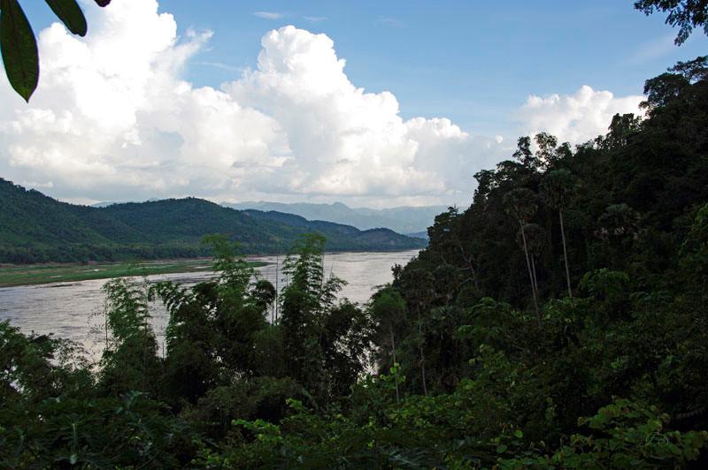 Blick von Tham Tinge zum Fluss