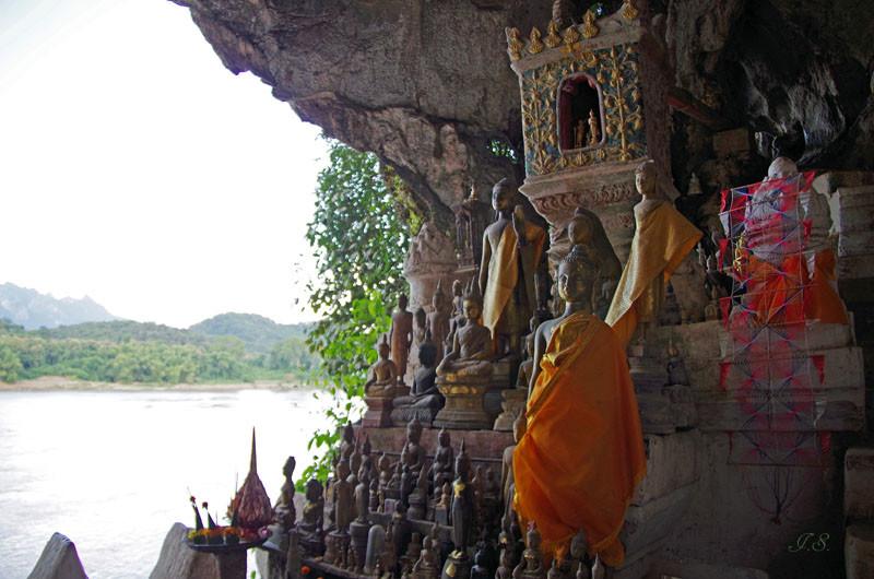 Die Höhlen von Pak Ou, Tham Tinge