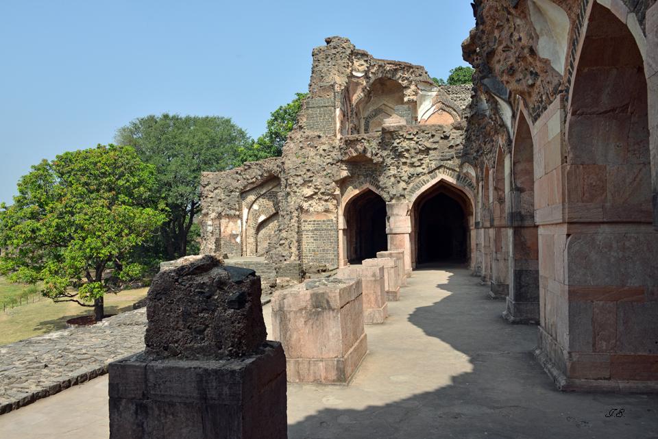 "Mandu-Fort,  ""Ship-Palace"""