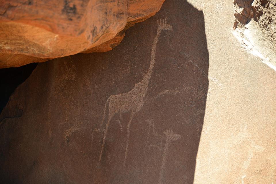 Gravuren und Wandmalereien