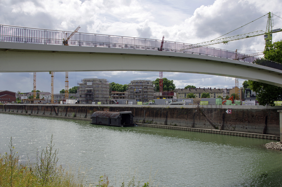Neues Quartier am Rheinufer