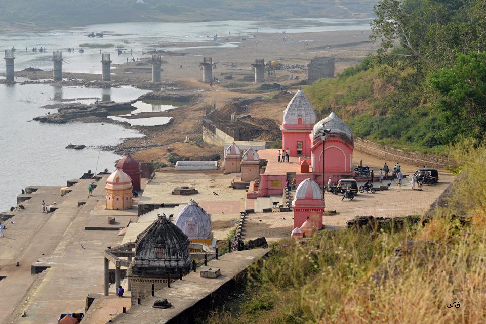 """Blick zum Hindu-Tempel """"Rajghat"""""""