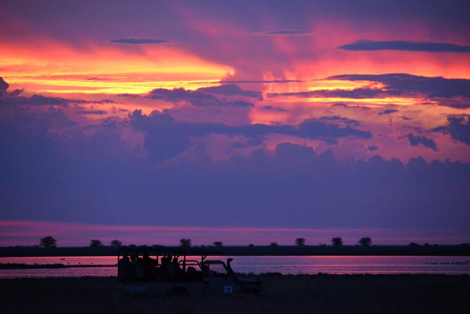 Sonnenuntergang bei den  Makgadikgadi-Pfannen