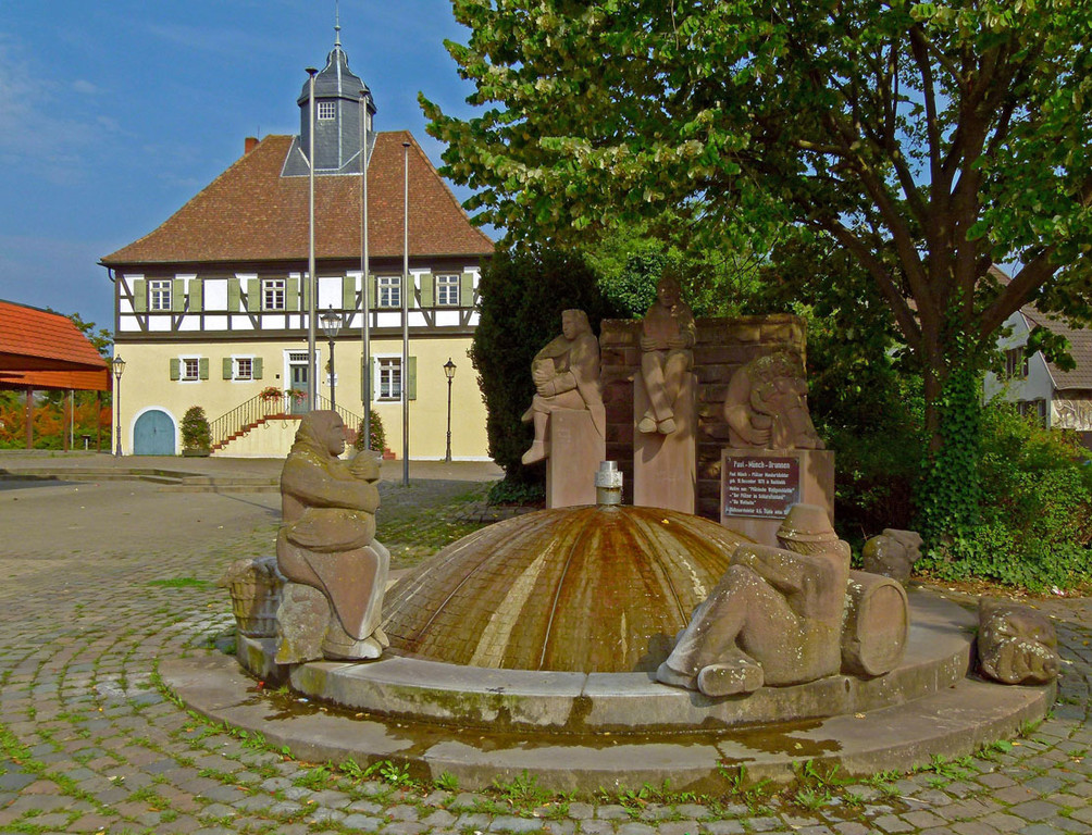 Schloß mit Paul Münch Brunnen