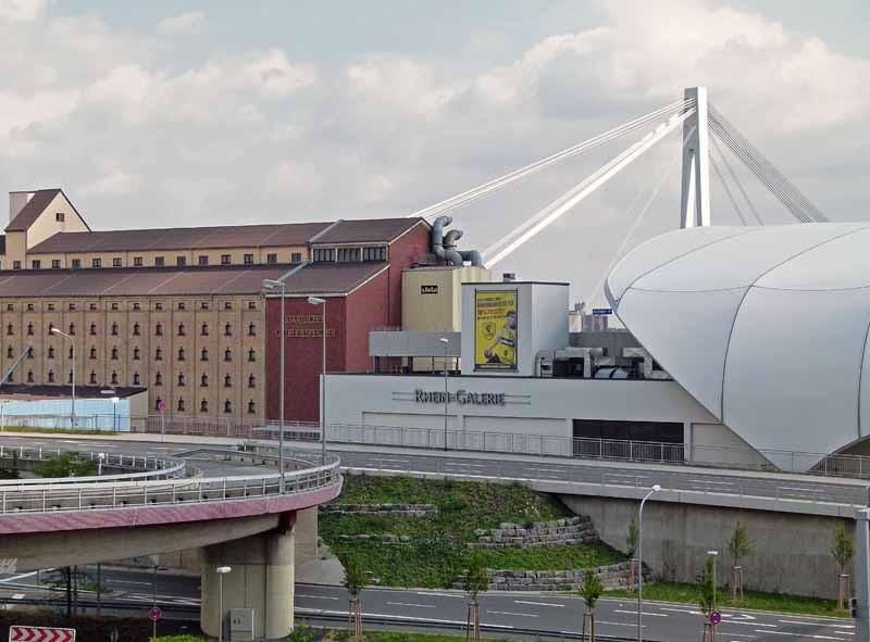 Blick vom Rathaus  zur Rheingalerie