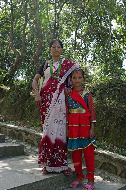 Nepali in Festkleidung