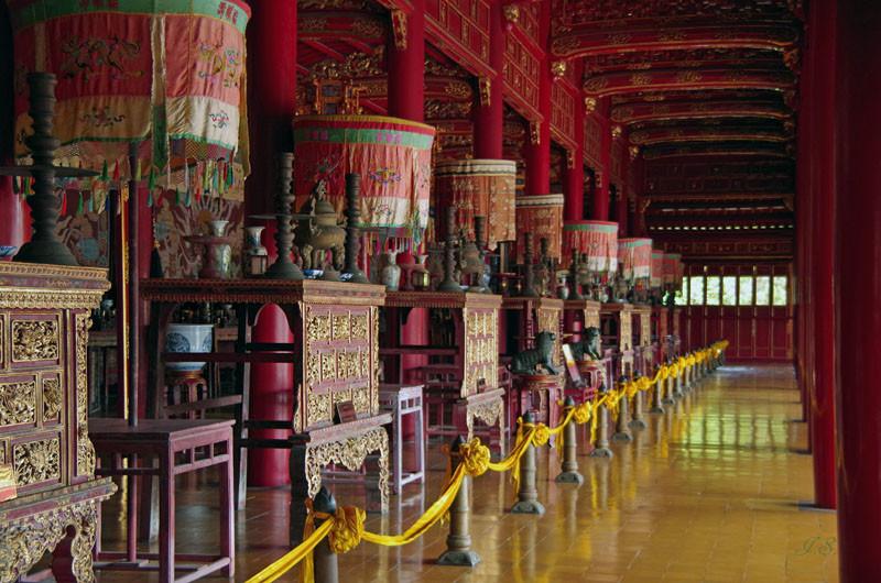 Hue, Phung Tien Tempel