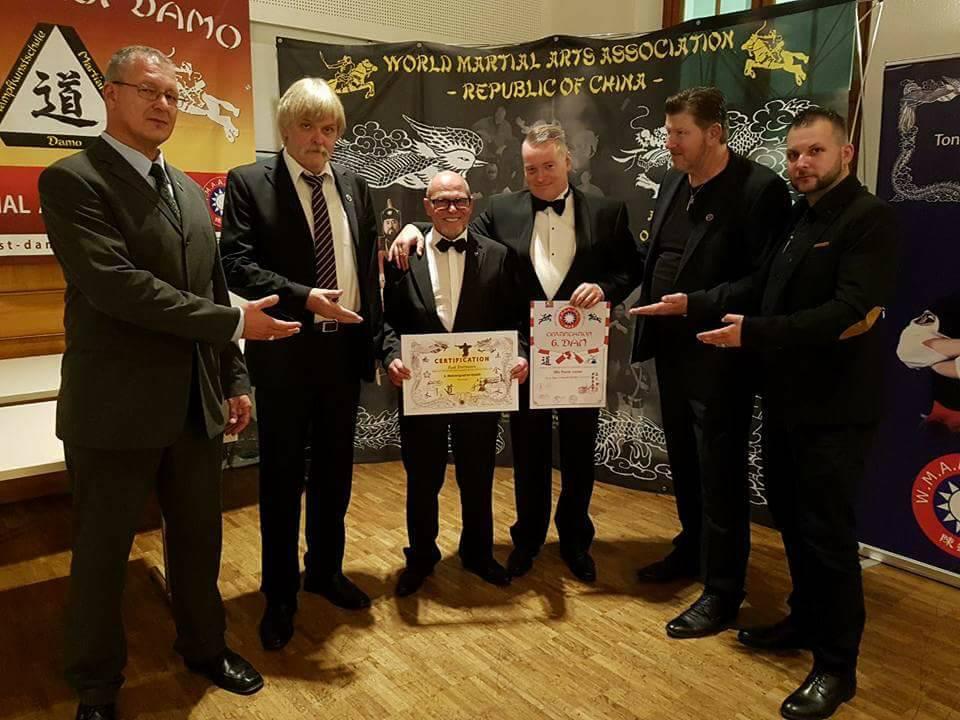 Suisse Hall of Honour, 23 september 2017. Na de uitreiking van het 6e dan-certificaat. Met Dirk Breinig, Frank Jost, Gnomi Gnom, Toni Finken-Schaffrath en Jorg Etwein.