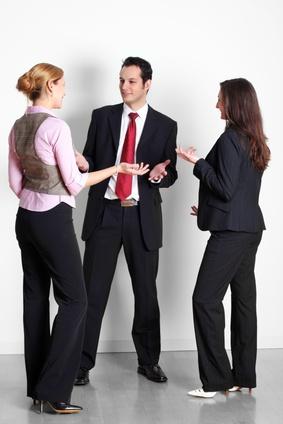 Wie Sie Konflikten im Büro begegnen und diese konstruktiv lösen!