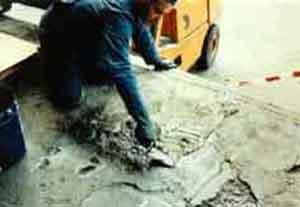 Betonböden ausbessern, verspachteln, Löcher verschließen, Beschichtung, neu beschichten, reparieren,