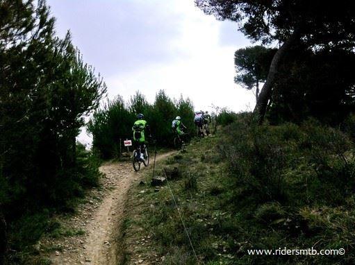 """finalmente imbocchiamo il sentiero """"MAIALI"""".....tanto per cambiare in Liguria c'è coda e non solo nella via Aurelia"""
