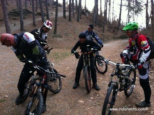 Oggi so pedala sul Monte San Giorgio affrontando un paio di discese cattive - Direttissima + sent. Croce dei Castelli -,  scelta azzeccatissima!!