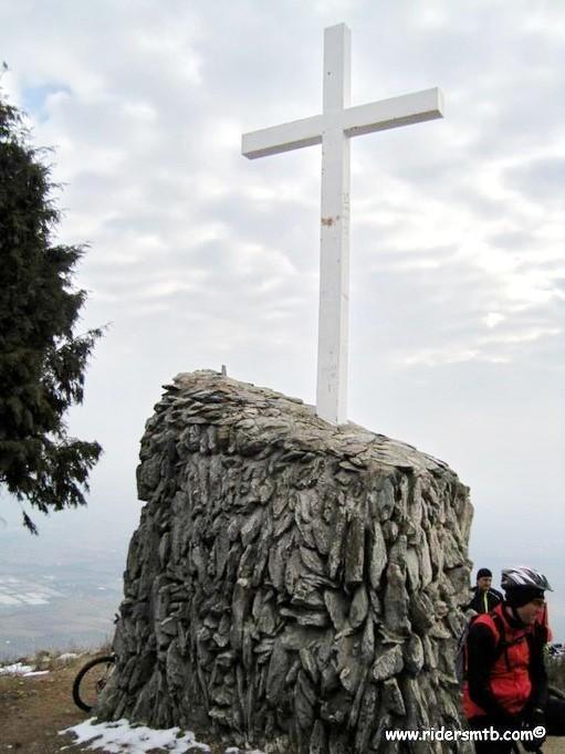 la  croce  segnala la vetta