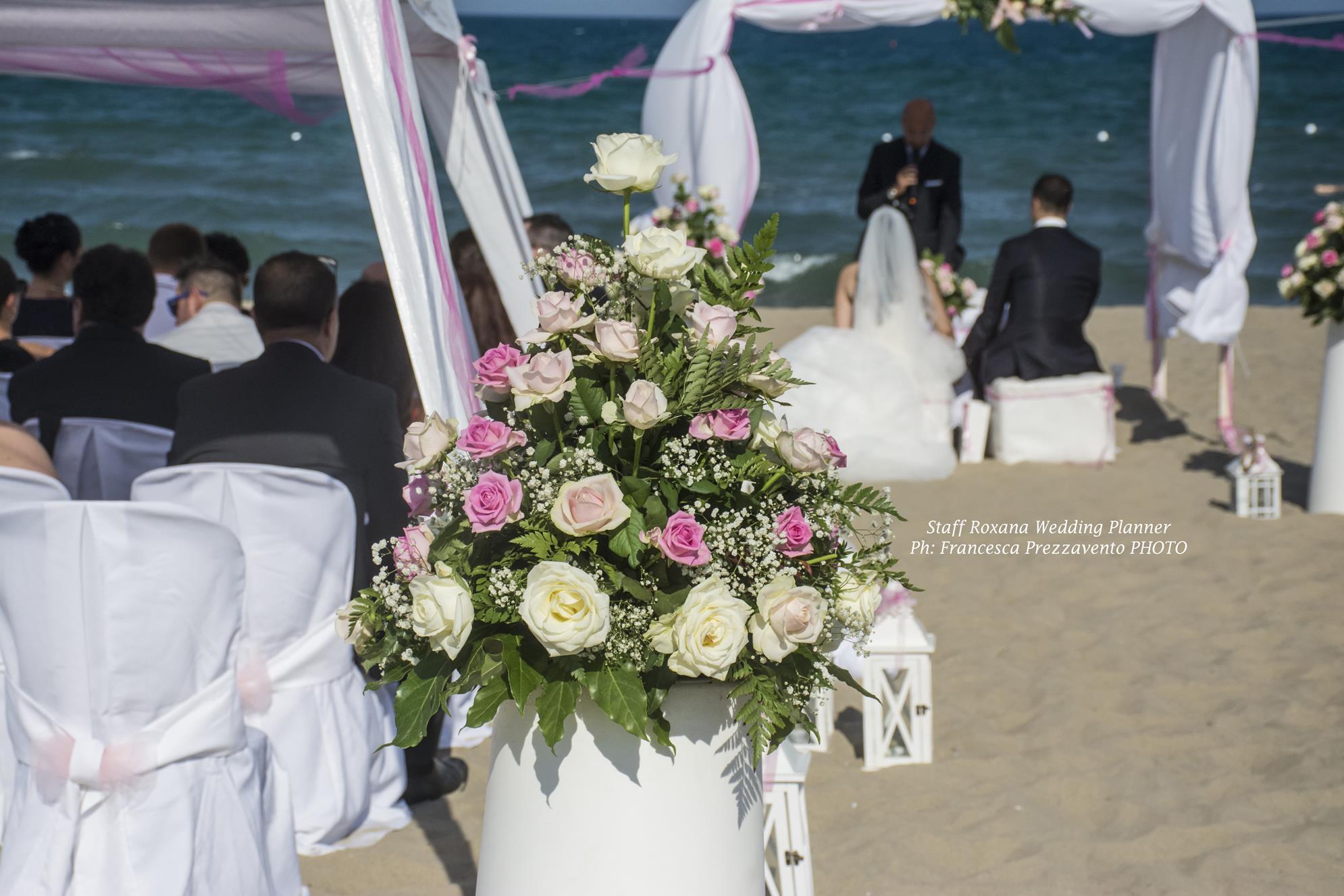 matrimonio-in-spiaggia-rosa-in-sicilia
