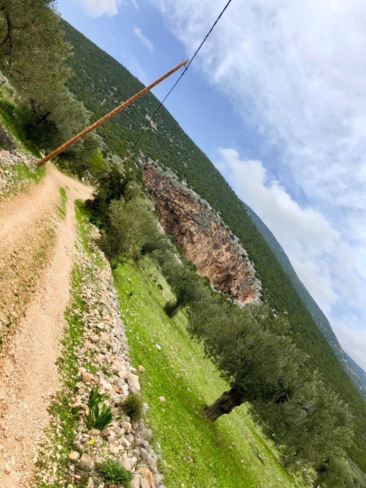 Die große Doline im Berg
