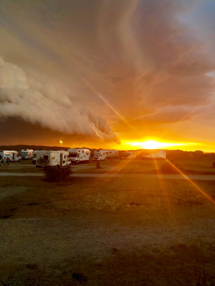 Sturm kommt rasend 🌩