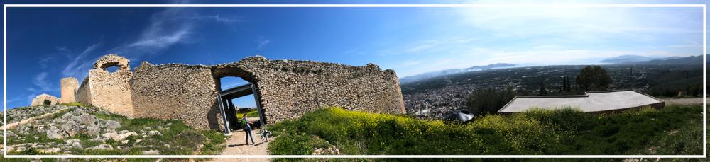 Auf Burg Larisa