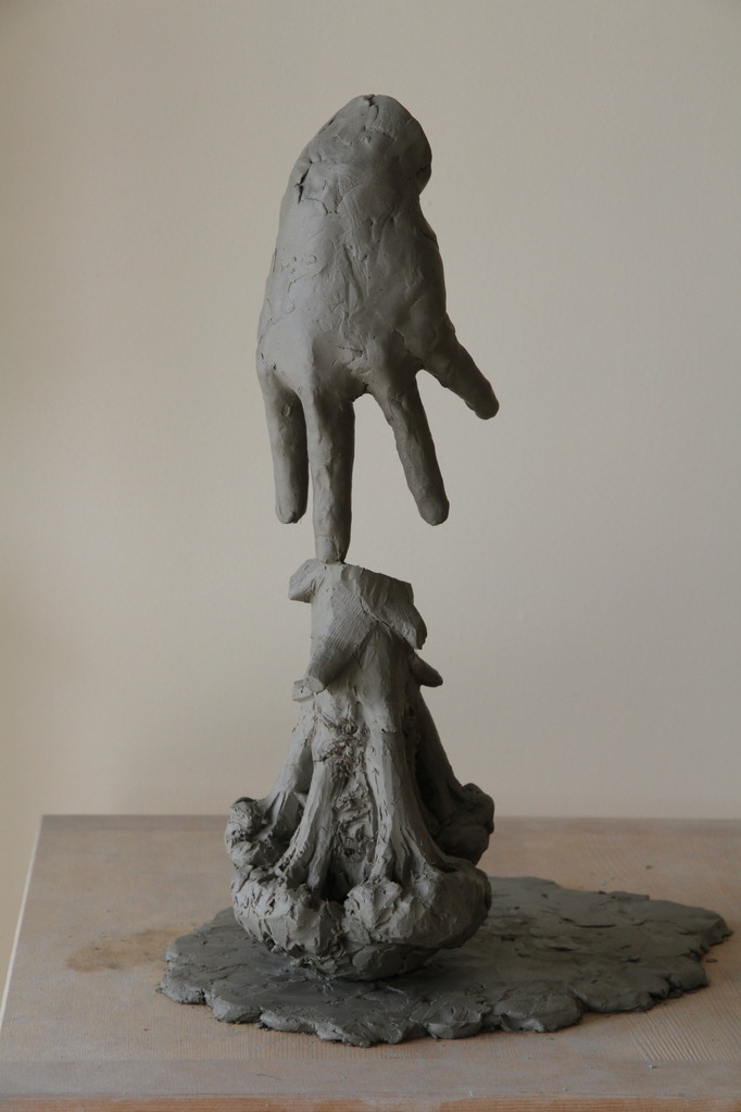 金沢美術工芸大学 彫刻専攻の合格者作品の塑像(手、ブロッコリー)