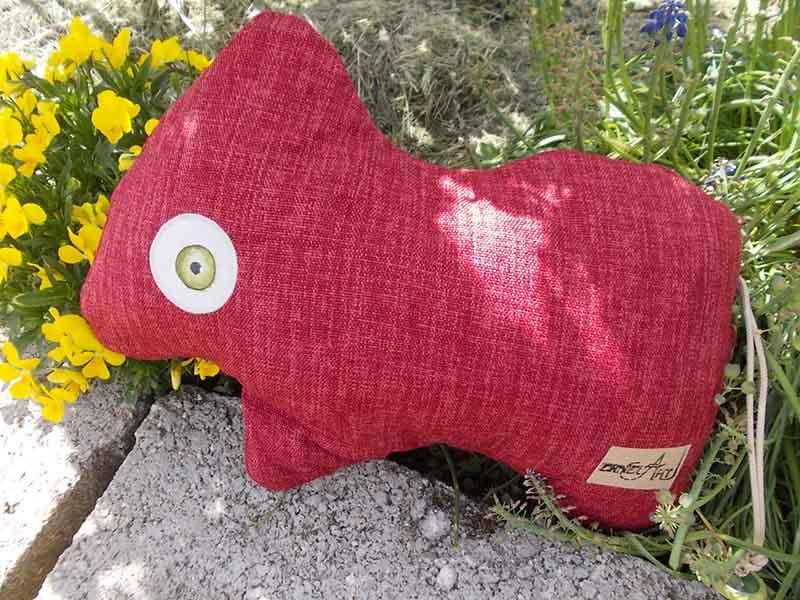 Die süße Red ist total lieb, verschmust und anhänglich, läuft brav an der Leine und würde sich freuen, bald wieder ein Menschchen zu haben!