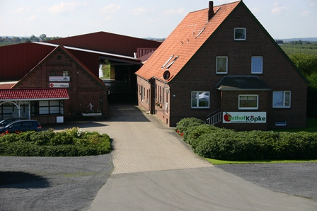Obsthof Köpke liegt direkt am Elbdeich. Partnerhof für Kirschbaumpatenschaft