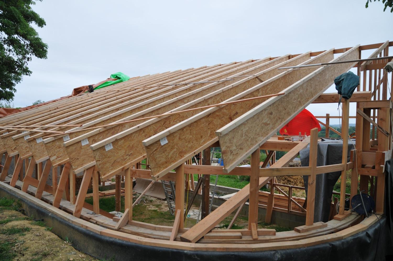 Juin : installation des poutres en I