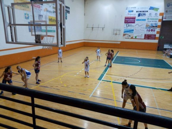 Oihane Grela se dispone a lanzar un tiro libre. FOTO: Amaia Muner.
