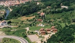 El Complejo Ametzagaña se encuentra en el Parque de Lau Haizeta, entre Garbera y Martutene.