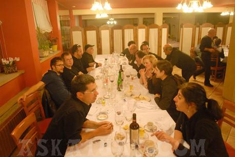 No todo iba a ser música, también hubo tiempo para dar buena cuenta de la excelente cena del Complejo Ametzagaña.