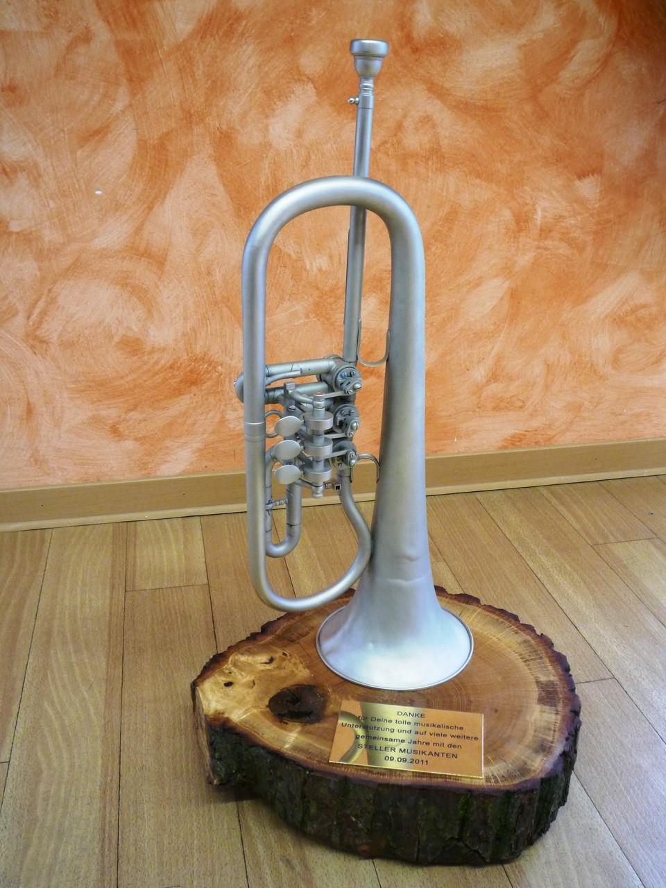 Flügelhorn mit Baumholzscheibe & individueller Signatur