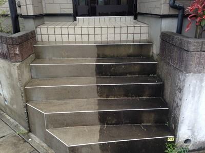 玄関 コンクリート 高圧洗浄 コケ 黒ずみ
