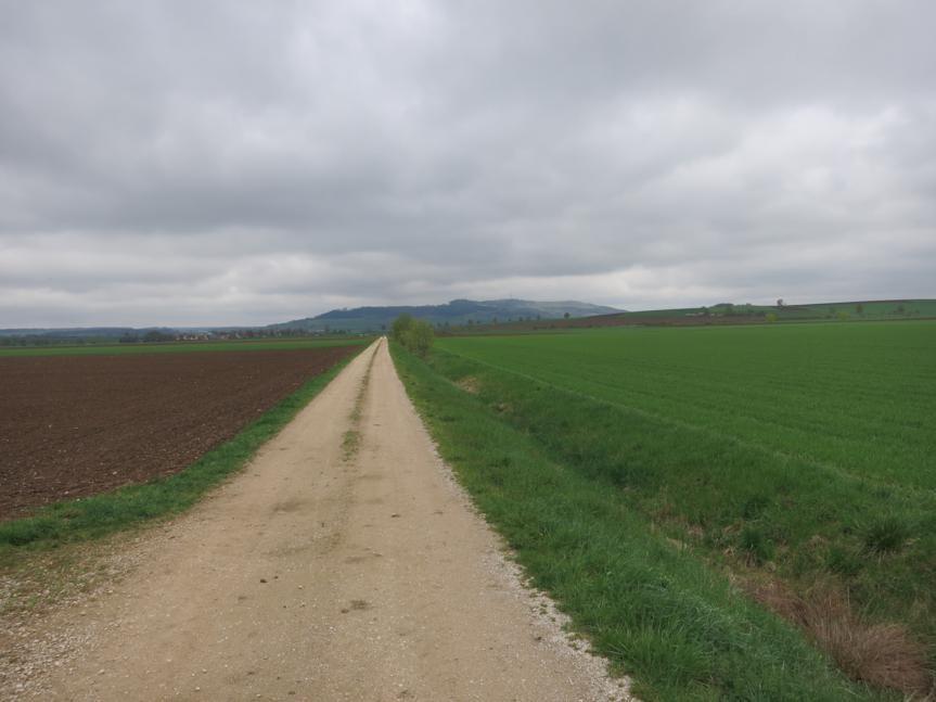 Richtung Wittelshofen mit Hesselberg
