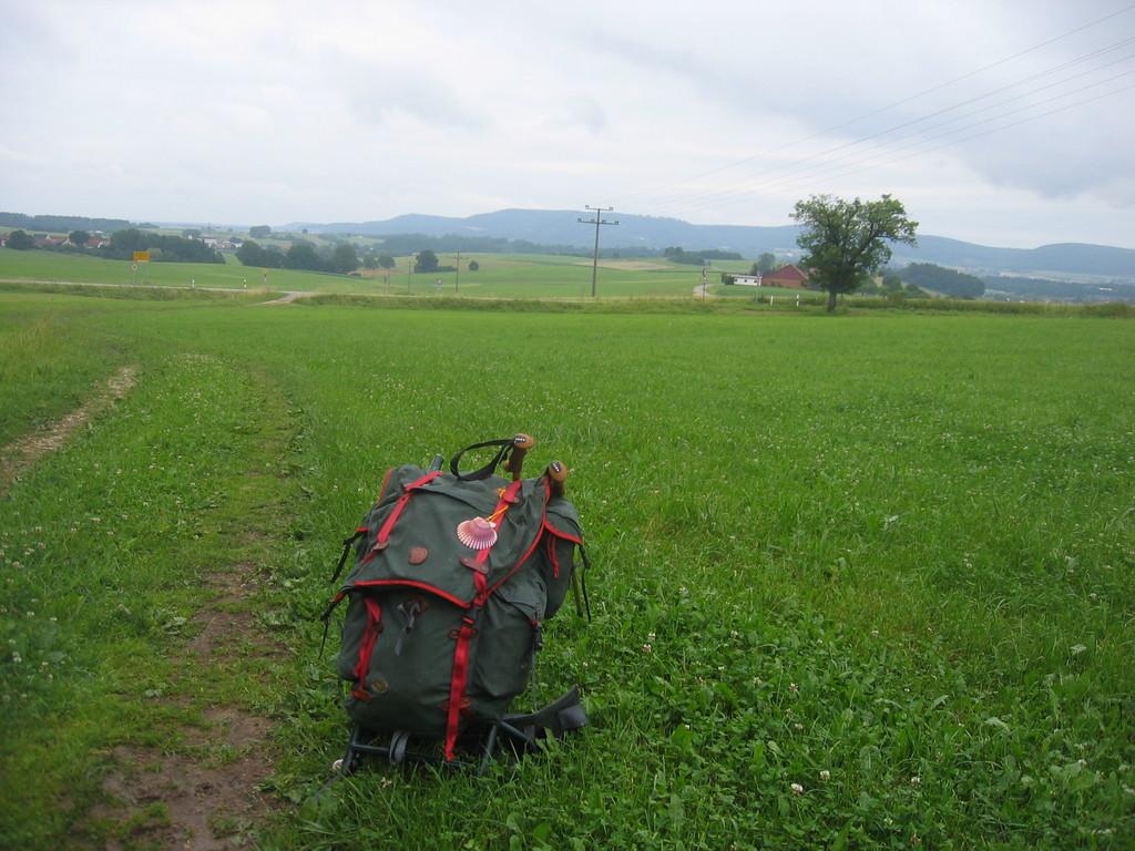 Unterwegs mit der Jakobsmuschel aus Santiago de Compostela