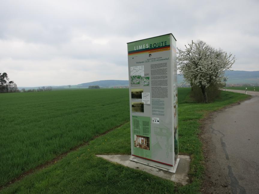 Info-Stele an der Straße nach Ehingen (P)