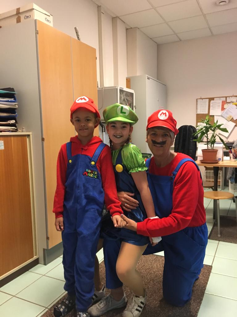 Unsere Schulwartin mit ihren Enkeln!