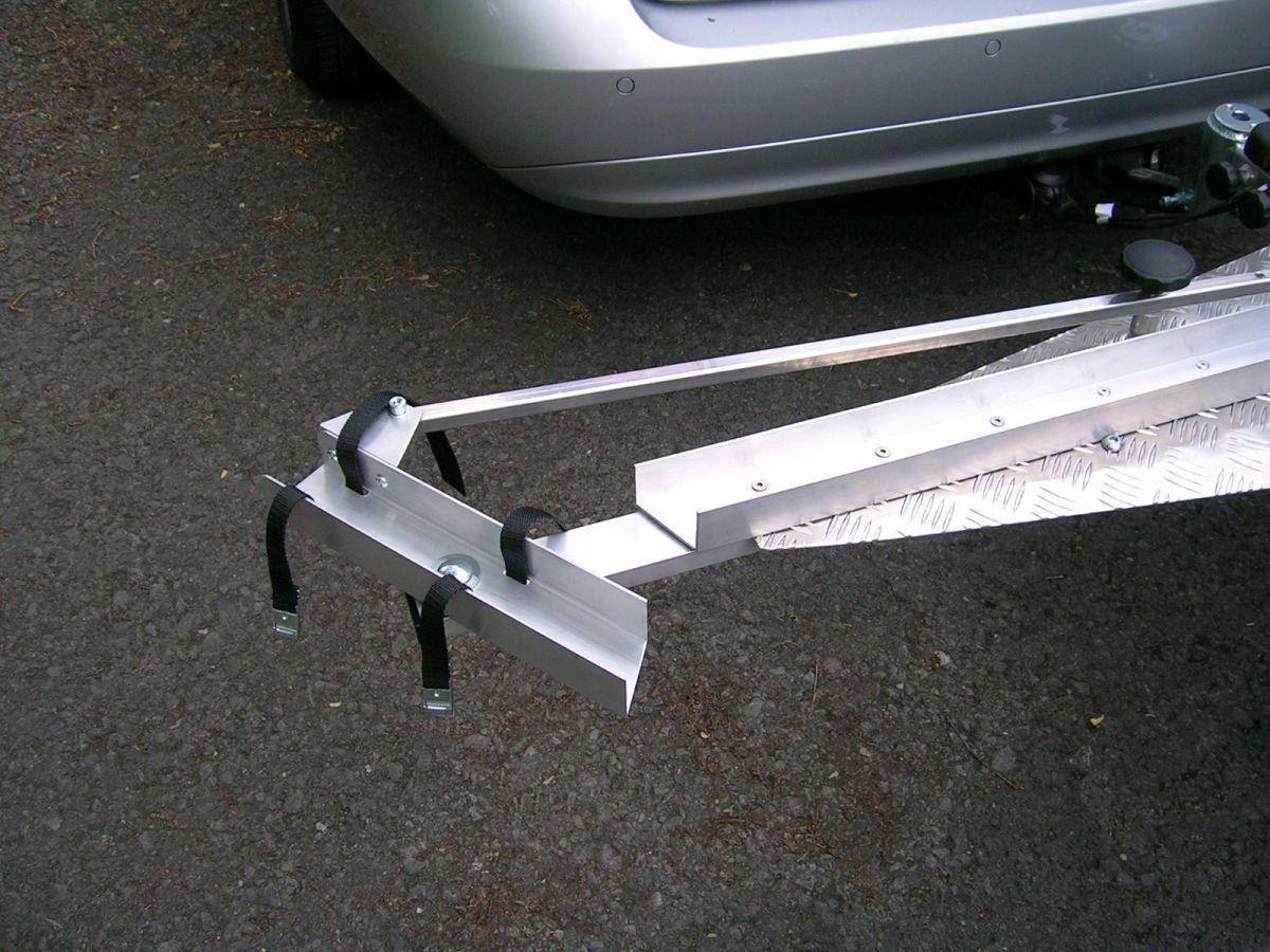 Dreirad Heckanhänger Reifenhalterung
