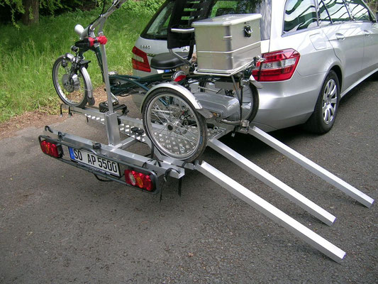 Dreirad Heckanhänger mit Dreirad