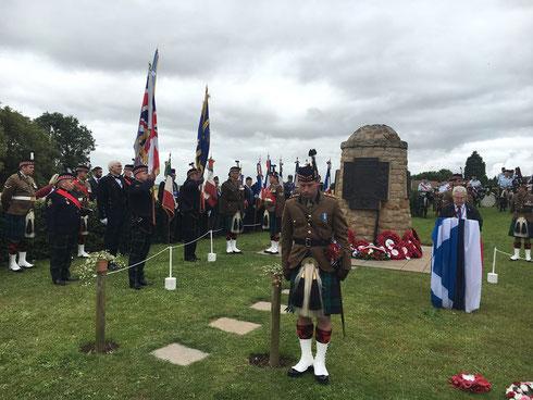 1er juillet- Contalmaison- cérémonie du centenaire de la Bataille de la Somme au cairn écossais