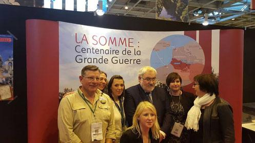 Mars- Paris- photo de groupe avec les collègues des structures touristiques de la Somme et le secrétaire d'État auprès du ministre de la défense pour les anciens combbattants et la mémoire au salon mondial du tourisme