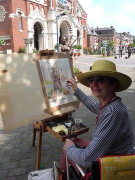 Juin 2016- l'artiste peintre anglaise Janina réalise ses œuvres au jour le jour sous le soleil albertin