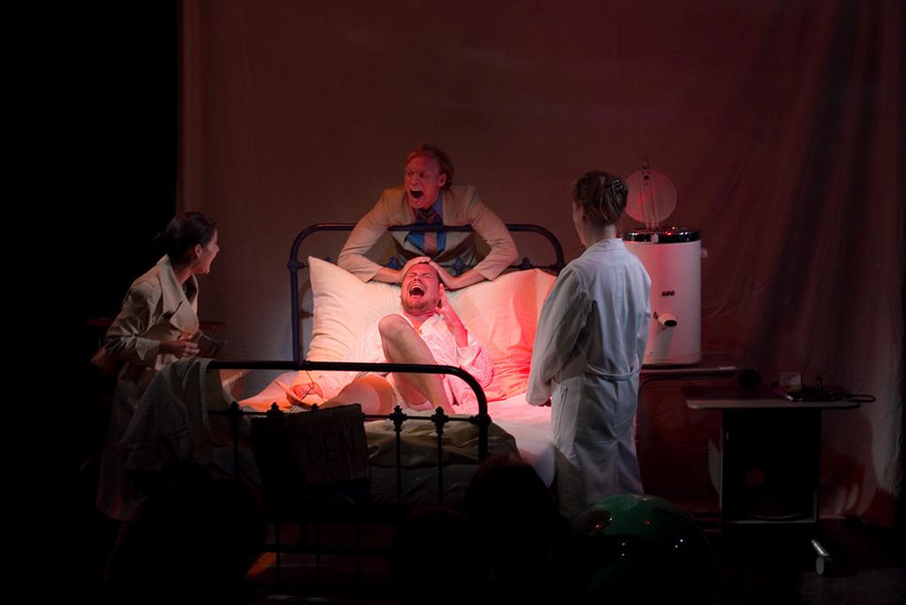 Sterbebett mit Pappendeckeln (Okopenko) Matthes