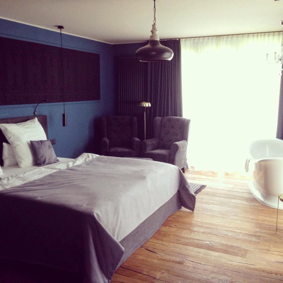 Alle Hotelzimmer verfügen über Doppelbetten mit einer durchgehenden Matratze.