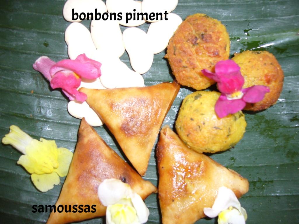 samoussas et bonbons piment