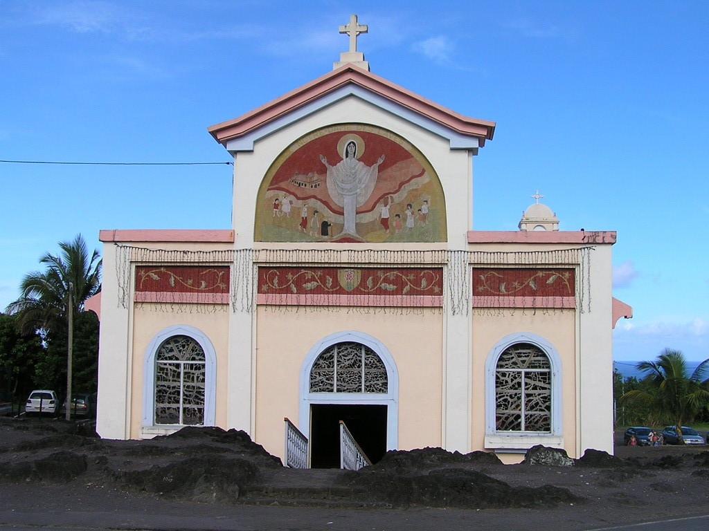 """église """"miraculée"""" de Ste Rose (encerclée de lave)"""