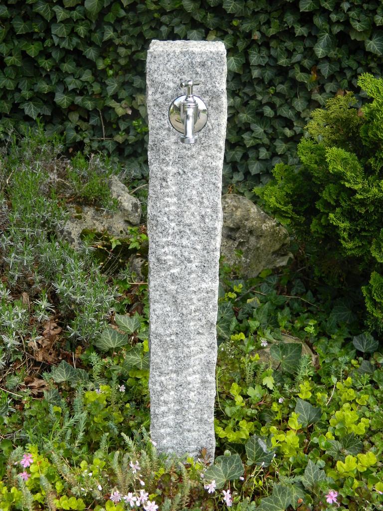 wasserzapfsaeulen standard wasserspeier brunnen garten