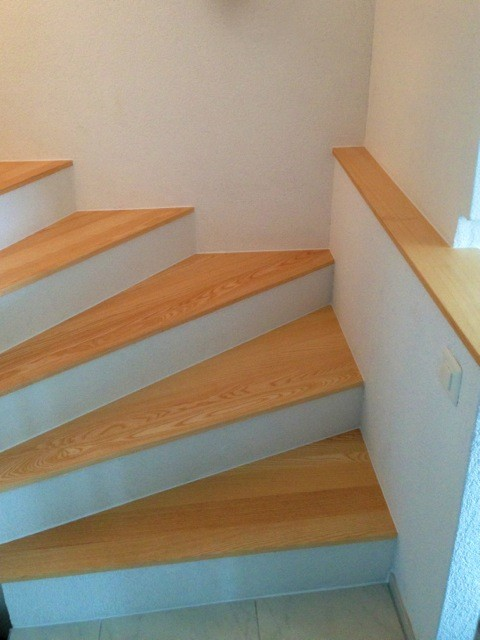 Treppenstufen in Esche