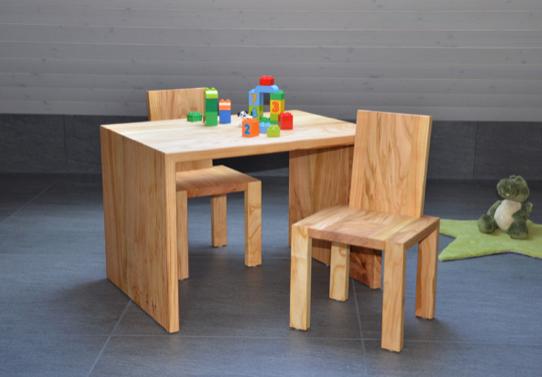Kindertischli mit Stühle aus Kirschbaum