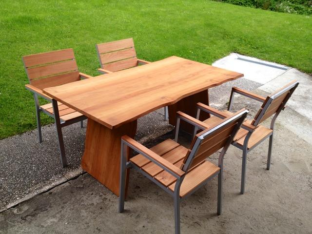 Kirschbaumtisch mit Stühlen