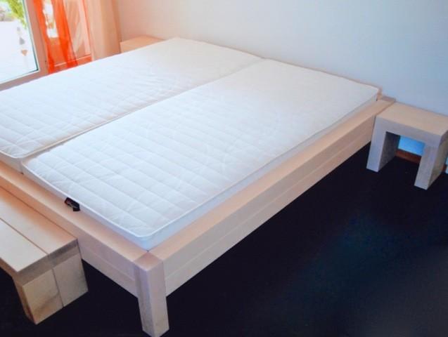 Bett in Ahorn