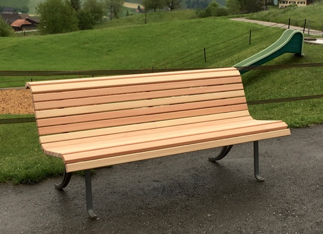 Holzbank aus Lärche